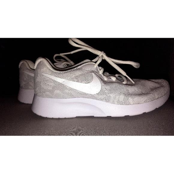 Zapatos Zapato Nike Mujeres Tanjun Zapato Zapatos Atletico Poshmark acfcaf